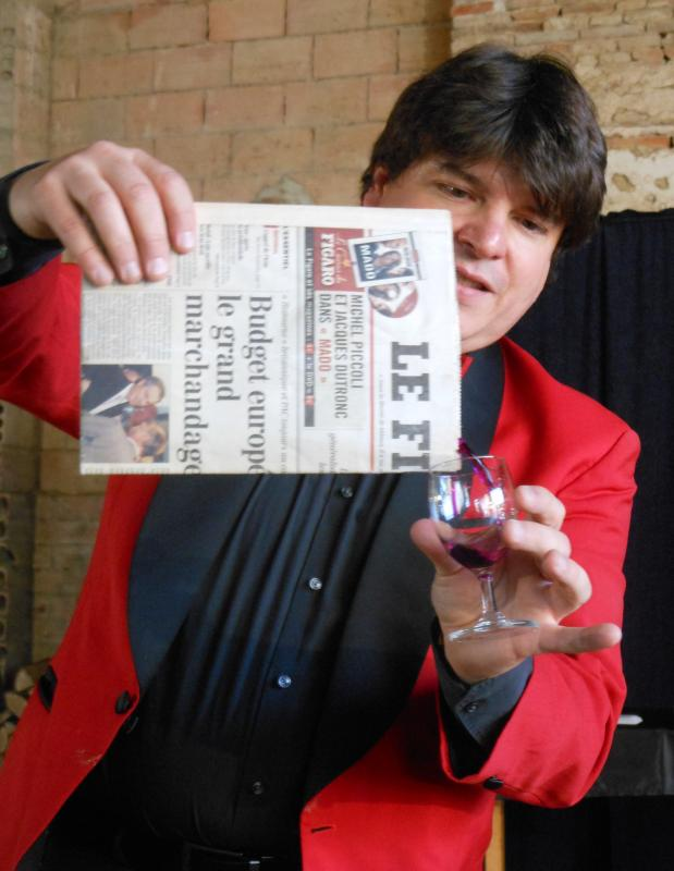 Magician Olivier Klinkenberg OK MAGICS wine from newspaper magic trick in Toulouse France June 2015